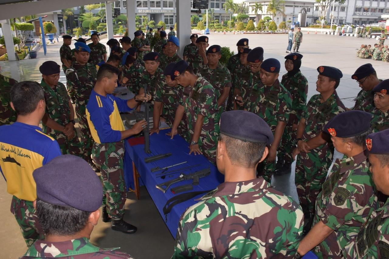 Latihan Bongkar Pasang Senjata Prajurit Kolinlamil Tingkatkan Kemampuan