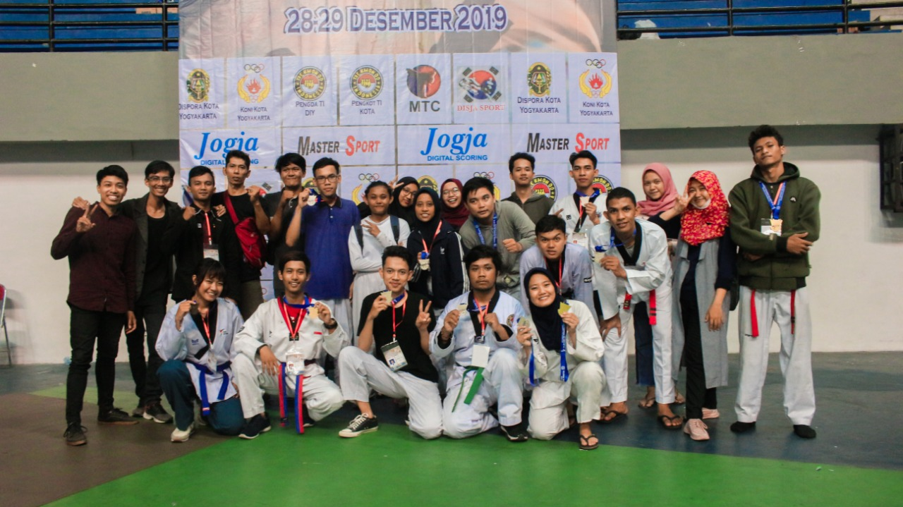 Latihan Intensif Taekwondo Amikom Yogyakarta, Berbuah 13 Medali di Walikota Cup VII 2019