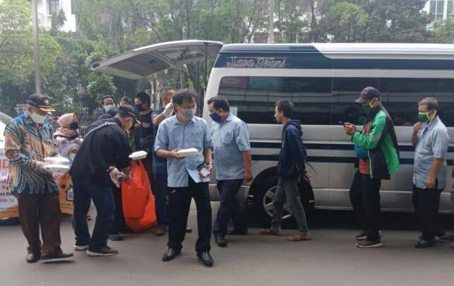 Pandawakarta dan FPK Jakarta Selatan Bersatu Lawan Corona, Bagikan Makanan Siap Saji dan Masker Kain