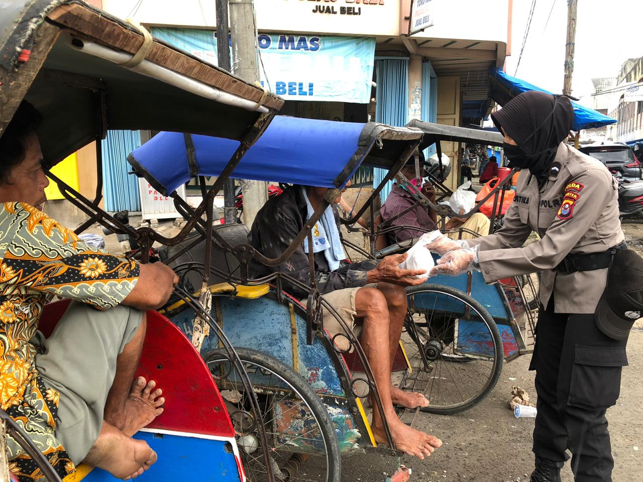 Polda Banten Dirikan Dapur Umum Sediakan Makan Siang Masyarakat Terdampak  Corona