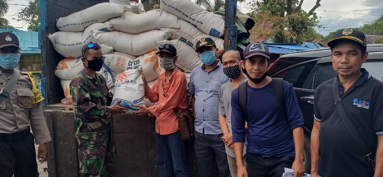 Camat Pinoh Utara Serahkan 37,840 Bantuan Beras Provinsi Kalbar untuk 19 Desa