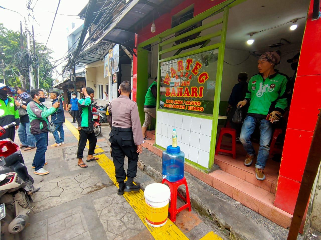 Peduli Nasib Driver Ojol, Polres Jakarta Barat Adakan Program Penyediaan Makanan Gratis Untuk Ojol