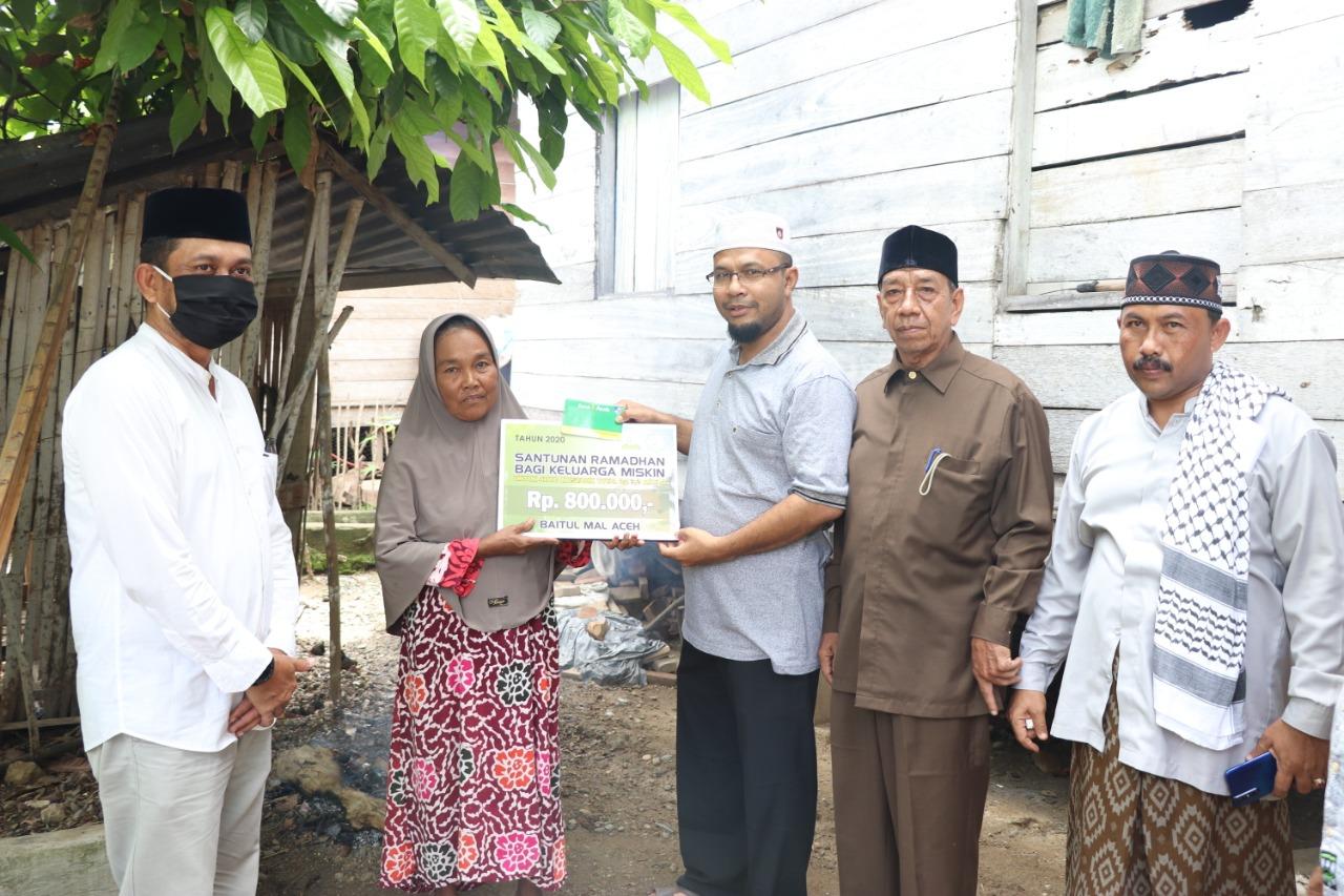 Baitul Mal Aceh Beri Santunan Ramadhan 4.000 Fakir Miskin