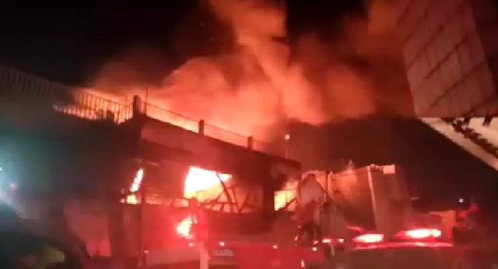 Kebakaran Terjadi di Jalan Merdeka, Sebuah Toko Hangus Terbakar
