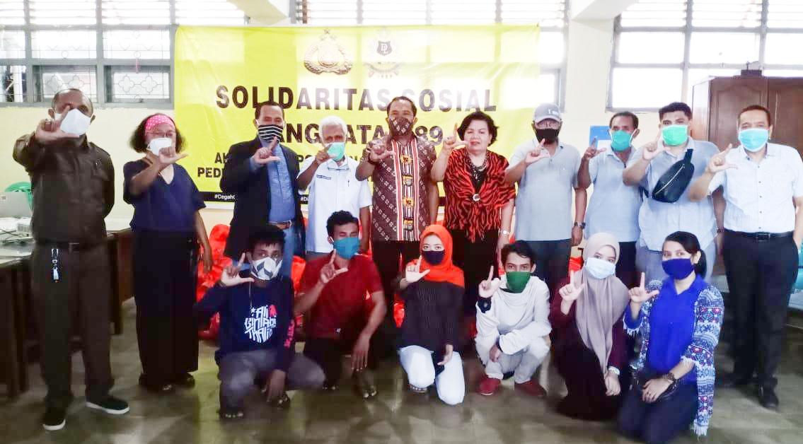 Irwasda Polda Sulsel Serahkan Paket Sembako ke Masyarakat Terdampak Covid-19