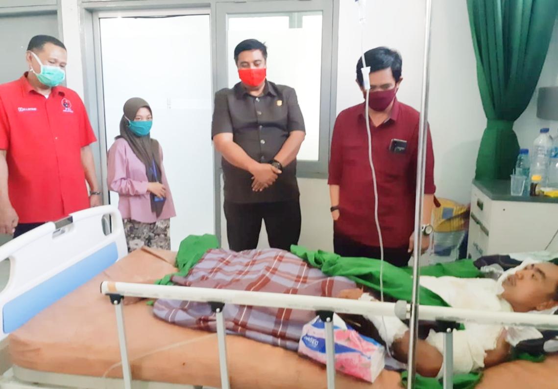 Korban Luka Bakar Disekujur Tubuh, Dibesuk 2 Anggota DPRD Sulsel dan Maros