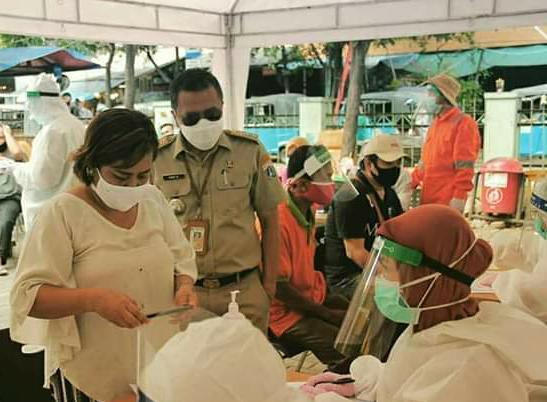 Antisipasi Penyebaran Covid-19, Warga dan Pedagang di Pasar Tobar Ikut Rapid Test
