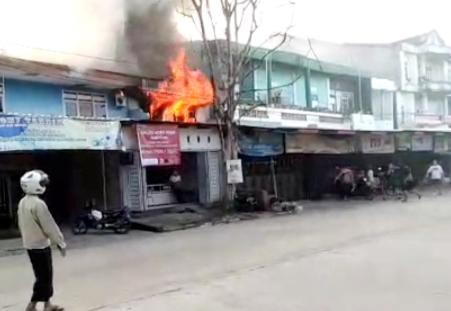 Kebakaran di Jalan Pettarani Maros Hanguskan Satu Unit Ruko