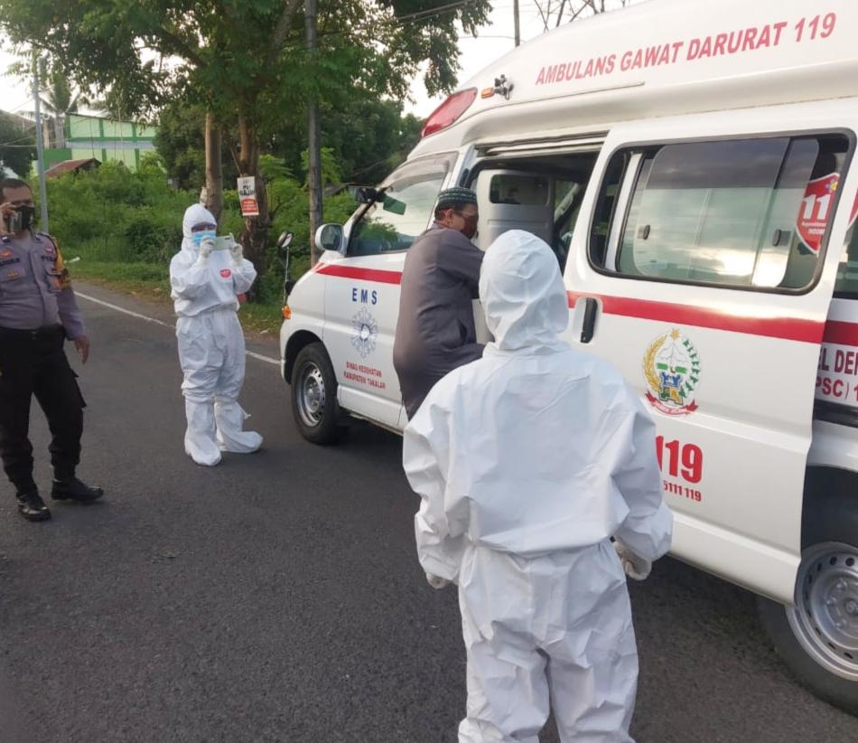 Polsek Galut Berikan Pendampingan Penjemputan 1 Pasien Positif Covid-19 di Galesong Utara