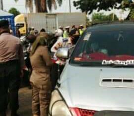 Petugas Gabungan di Jakbar, Putar Balikkan Puluhan Kendaraan Roda Dua dan Empat