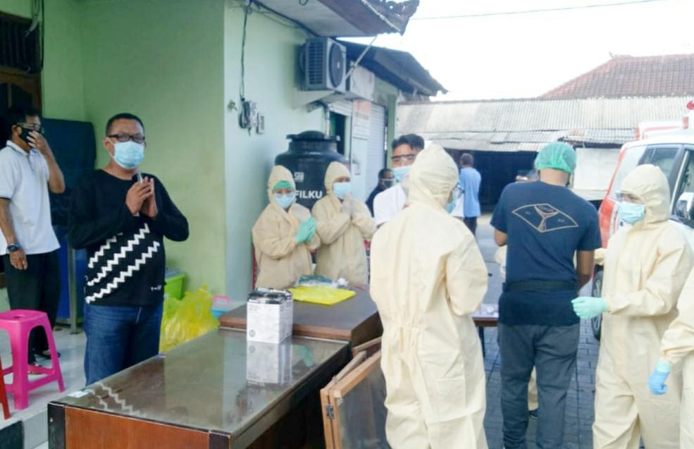 Satgas Desa Pemogan Lakukan Rapid Tes ke Pedagang Pasar Windu Boga Mendeteksi Penyebaran Covid 19,
