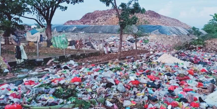TPA Bonto Ramba Kab.Maros Sudah Penuh. Sampah Berserakan Diluar Area