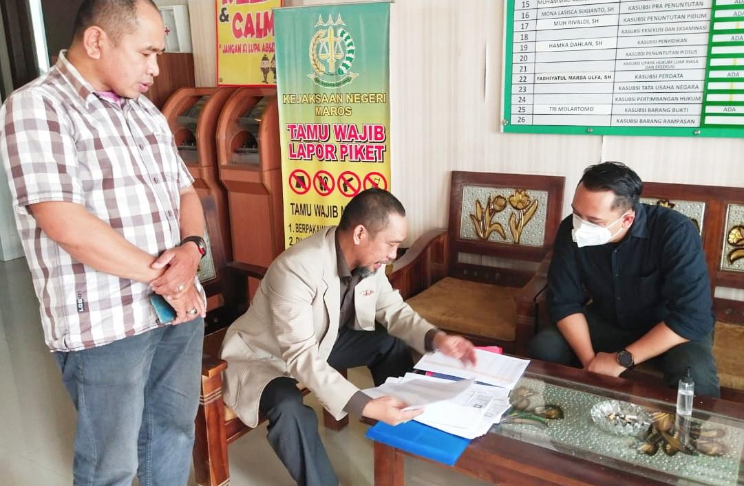 Kepala Desa Pajjukukang Kecamatan Bontoa Dilapor ke Kejaksaan Negeri Maros