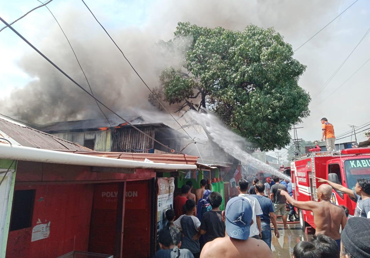 Lima Rumah Ludes Terbakar di Jalan Taufik Diduga Kosleting Listrik