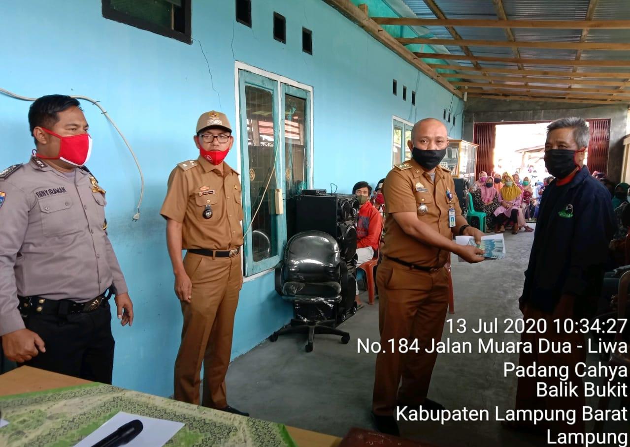 Pekon Padang Cahya Kecamatan Balik Bukit Kembali Salurkan BLT DD Tahap 3