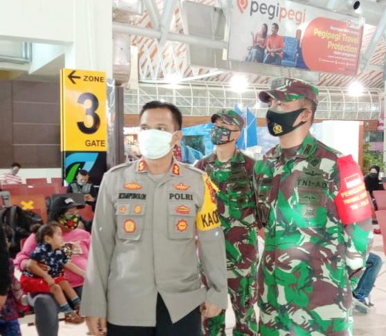 Bersama Dandim,Kapolres Maros Pantau Protokol Kesehatan di Bandara