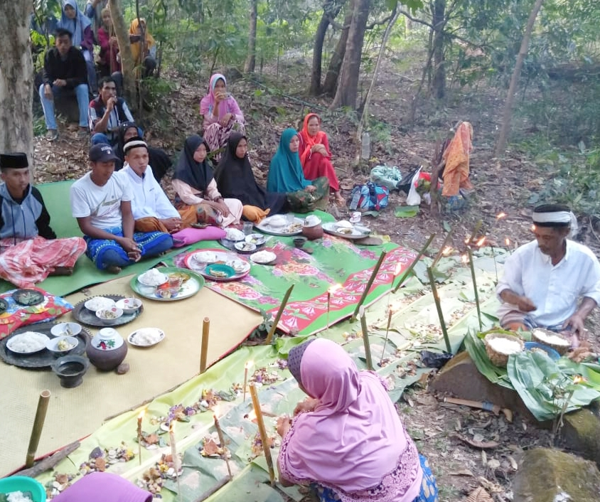 Warga Kecamatan Tompo Bulu Lestarikan Budaya yang Nyaris Punah