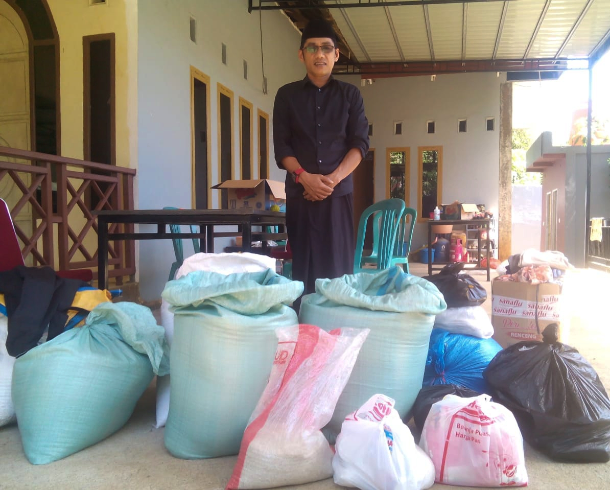 Kades Toddopulia Kecamatan Tanralili Bersama warganya Salurkan Bantuan ke Luwu Utara