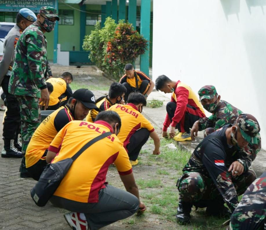 Sinergitas TNI dan Polri, Polres Maros dan Kodim 1422 Maros Bakti Sosial Ke Ponpes Nahdatul Ulum Soreang