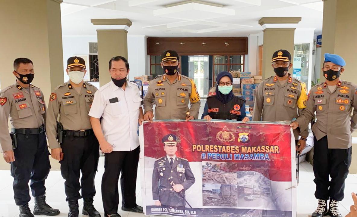 Kapolrestabes Makassar Serahkan Bantuan Kemanusiaan Alumni Akpol 1991 Kepada Bupati Luwu Utara