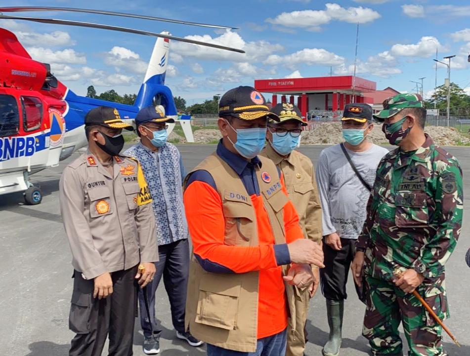 Kapolda Bersama Forkopimda Sulsel Dampingi Mensos dan Kepala BNPB Tinjau Lokasi Pasca Banjir di Luwu Utara