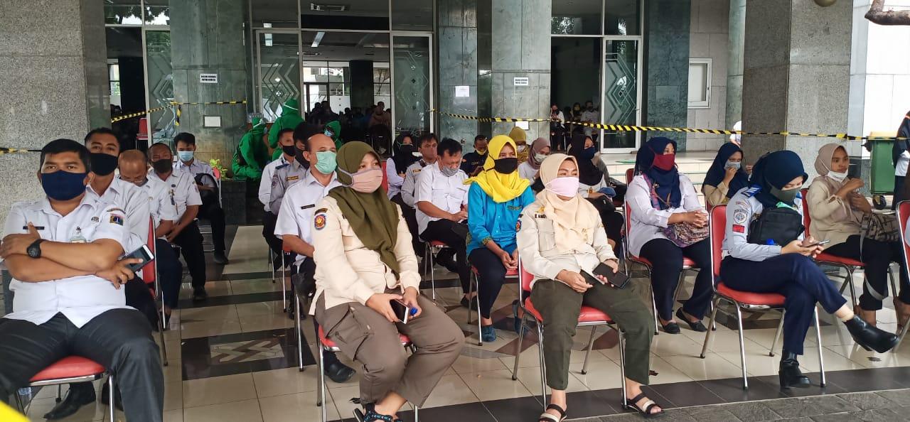 Ratusan ASN dan PJLP di Jakbar Jalani Rapid Test dan Test Swab