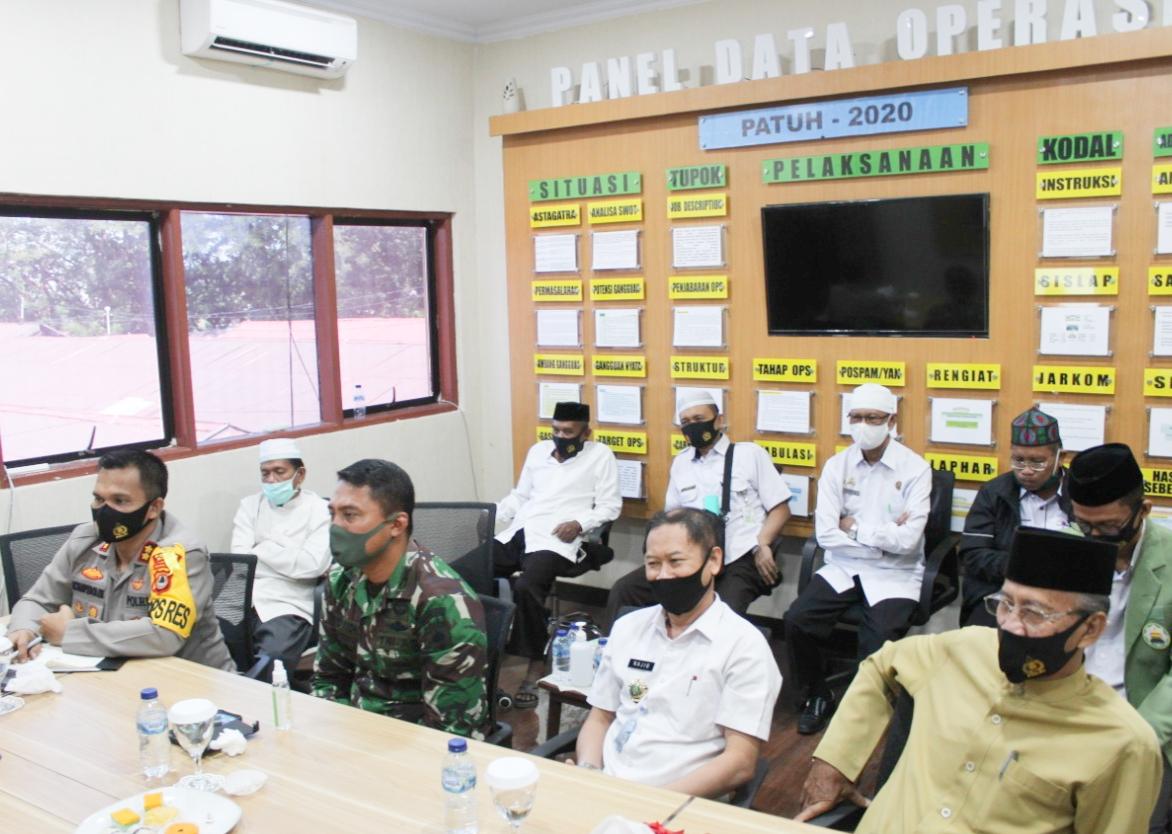 Diskusi Publik Webinar Optimalisasi Disiplin Protokol Kesehatan Covid-19, TNI Polri dan Pengurus MUI Maros