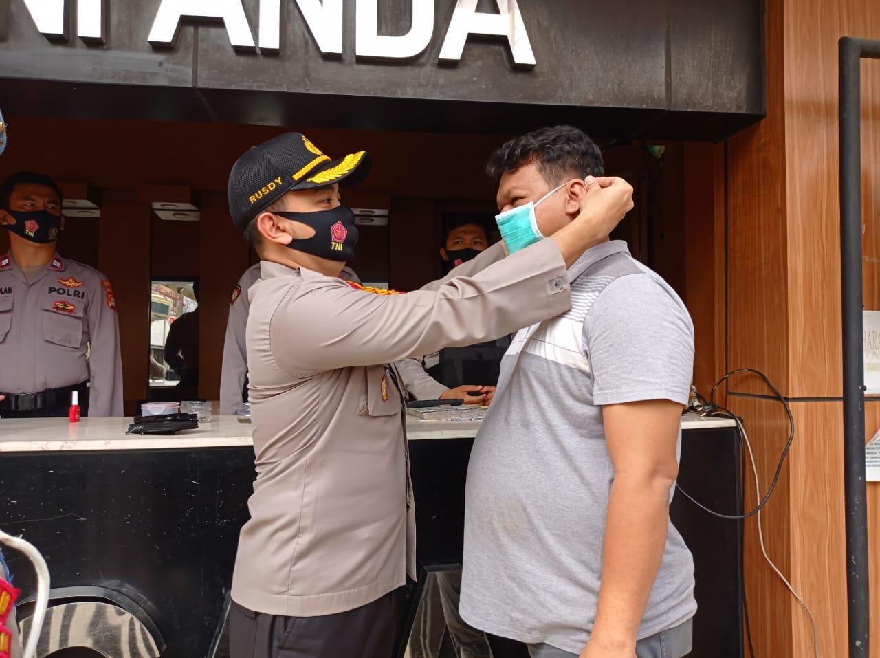 Polres Metro Jakbar Lakukan Operasi Pendisiplinan Protokol Kesehatan, Terutama Penggunaan Masker di Internal dan Polsek Jajaran