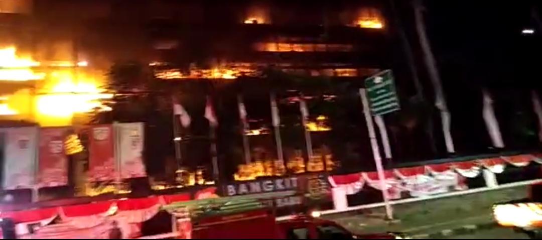 Api Mengganas di Gedung Kejagung