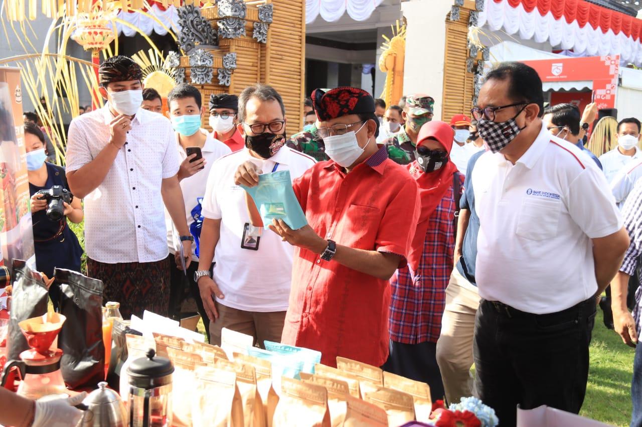 Gubernur Koster Buka Pasar Gotong Royong Krama Bali, Diharapkan Mampu Menjadi Media Membantu Petani dan Pengrajin