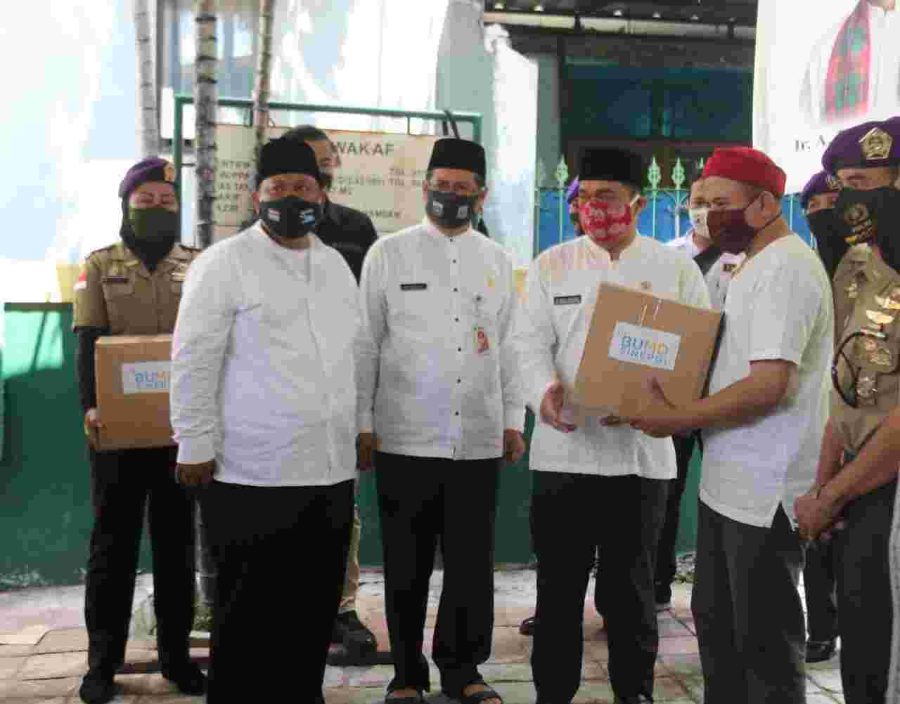 Kolaborasi BUMD, Wagub Ariza Bagikan Paket Bansos Untuk Pendonor Darah
