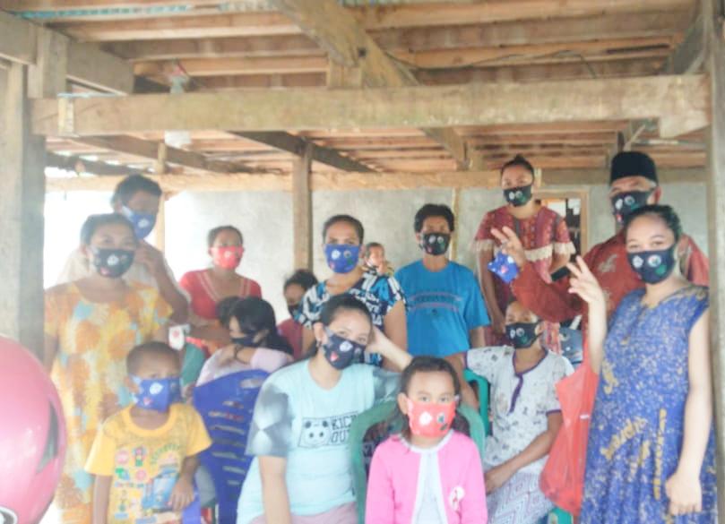 Kades Tenriangkae Kecamatan Mandai Kabupaten Maros, Bagi 8.000 Masker ke Warganya