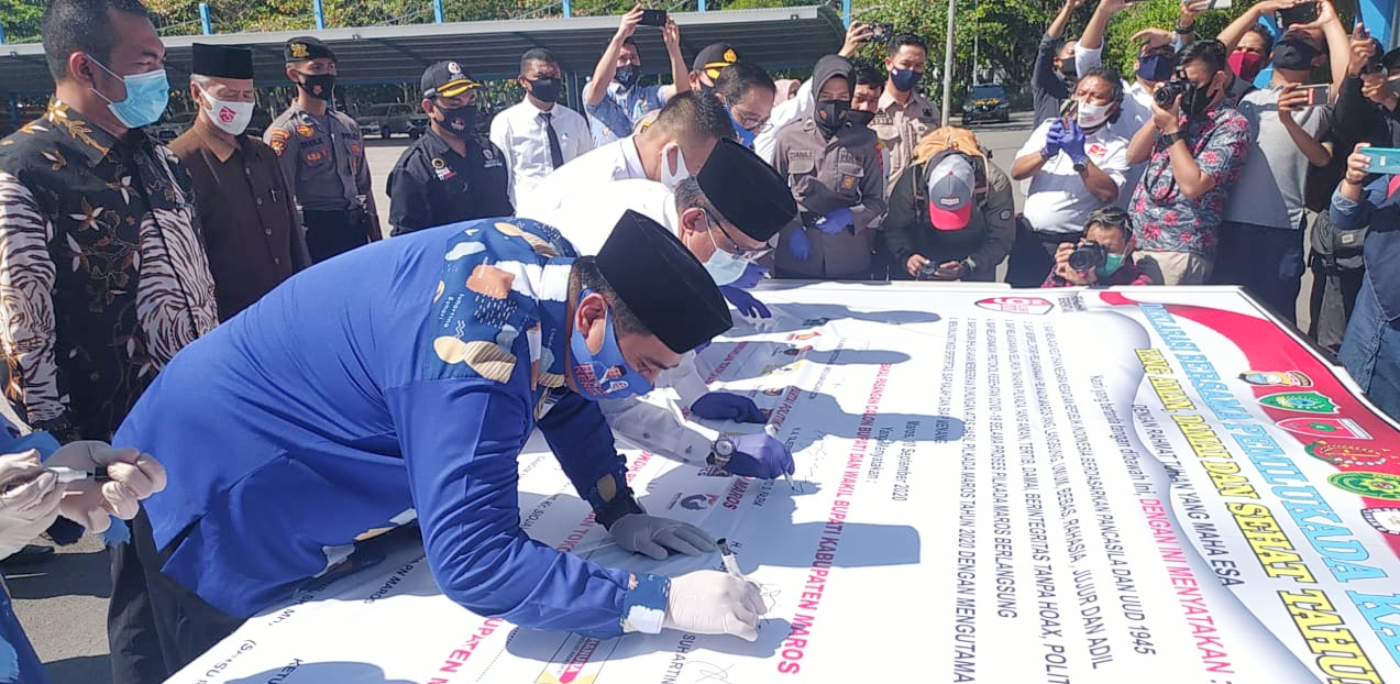 KPU Dan Bawaslu Gelar Apel Deklarasi Pilkada Damai Bersama Forkopimda Kabupaten Maros