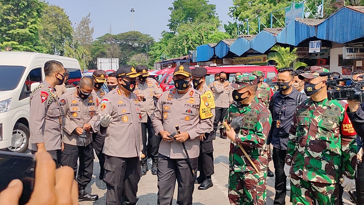 Pangdam Jaya dan Kapolda Metro Jaya Cek Posko Terpadu Operasi Yustisi 3 Pilar Pertamburan Jakbar