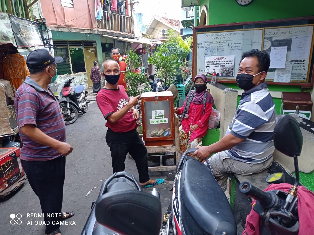 Sosialisasi Masker Warga RW 05 Keagungan Taman Sari Jakarta Barat