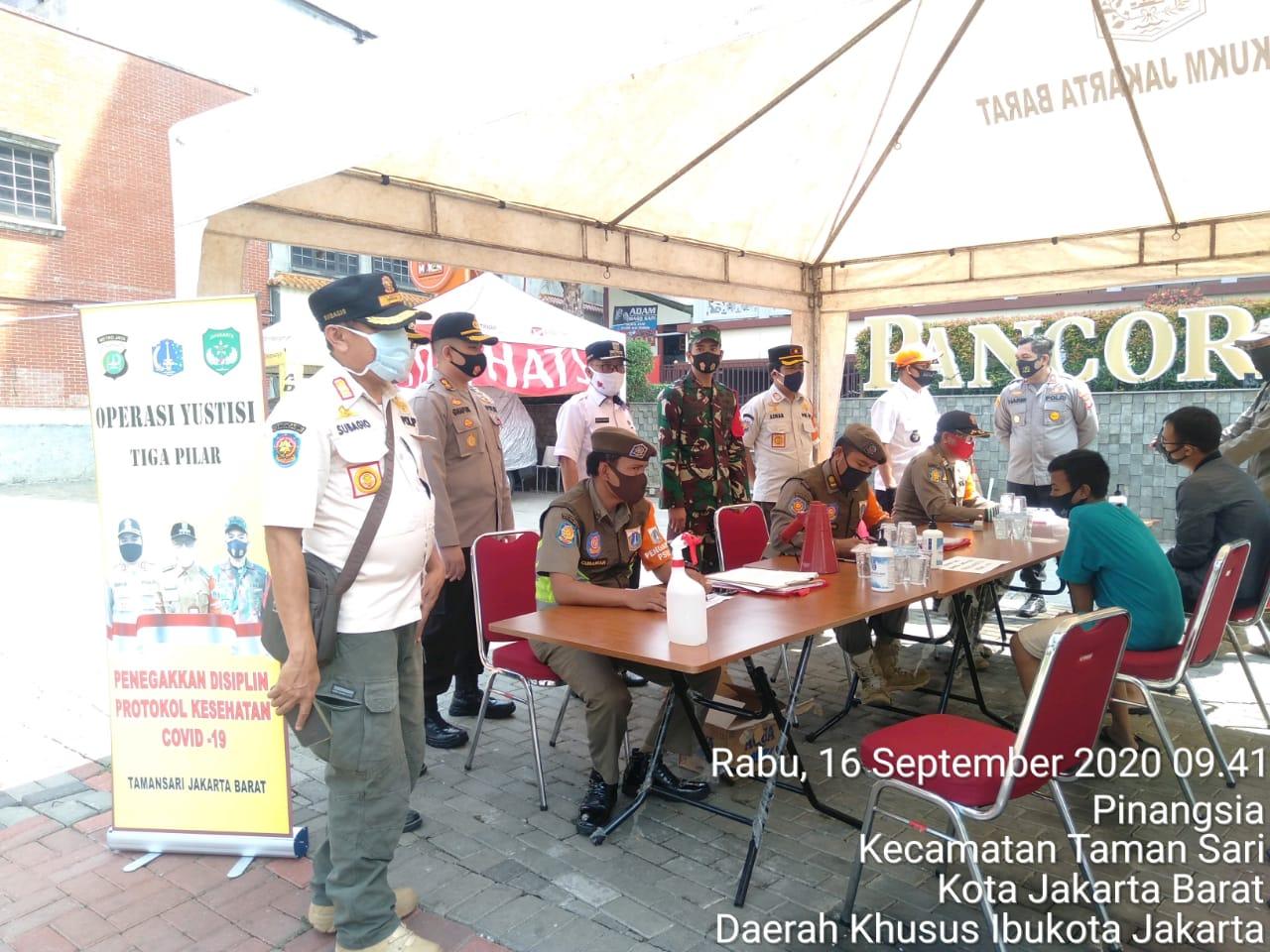 Jajaran 3 Pilar Kecamatan Taman Sari Jakarta Barat Giat Operasi Masker
