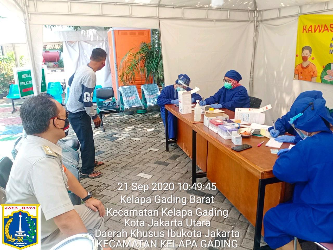 Ratusan ASN dan PJLP Kecamatan Kelapa Gading Jalani Tes Swab