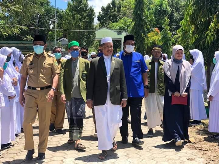 Cabup dan Wabup Maros Chaedir Syam – Suhartina Buhari Hadiri Peletakan Batu Pertama Pembangunan Kampus l dan lll Pondok Pesantren DDI Mangkoso