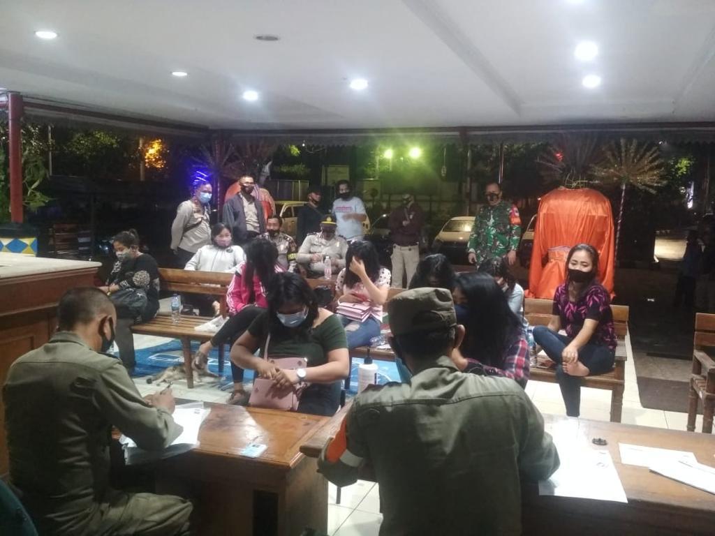 Sasar Cafe dan Panti Pijat, Petugas Gabungan Kebon Jeruk Jakarta Barat, Amankan 11 Wanita