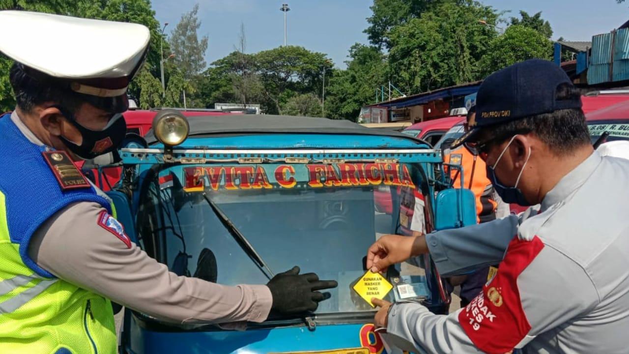 Dishub Sebar 35 Spanduk dan 125 Sticker, Ingatkan Masyarakat Jakarta Barat Bahayanya Covid 19