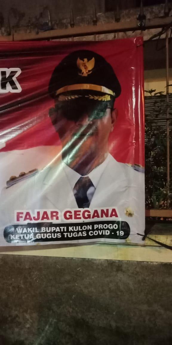 Satgas Covid Kampanye, Foto di Spanduk Tak Pakai Masker