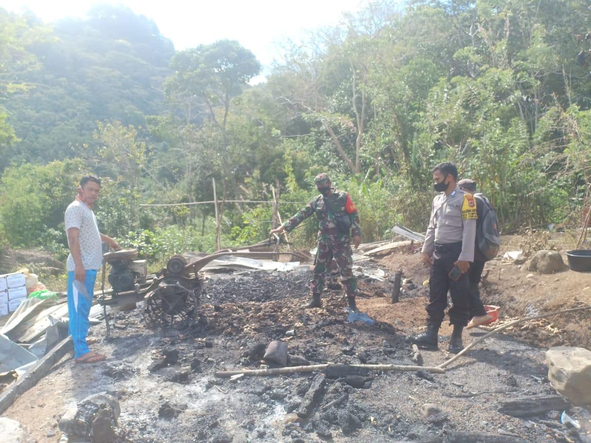 Satu Rumah Panggung Milik Warga Desa Rompegading Kecamatan Cenrana Ludes Terbakar