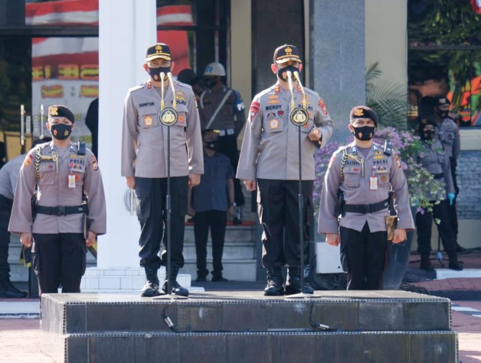 Serah Terima Kepemimpinan Polda Sulsel Ditandai Penyerahan Pataka Pallawa Lipu