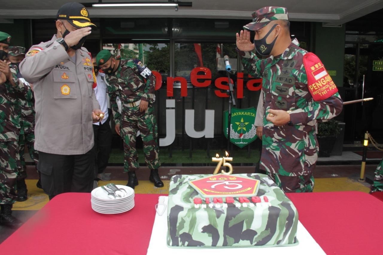 HUT TNI ke-75, Kodim 0503 JB Dikejutkan 'Serbuan' Personil Polres Metro Jakarta Barat