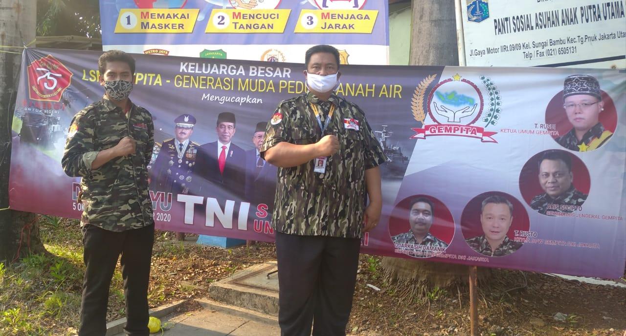 LSM GEMPITA Pasang Spanduk HUT TNI Ke-75, Dilima Wilayah DKI Jakarta