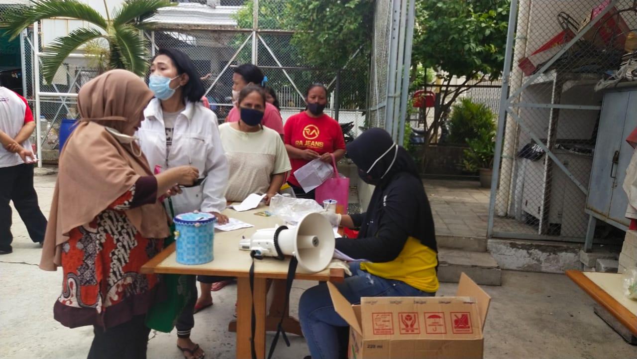 Pembagian Bansos Tahap III untuk Program Keluarga Harapan Taman Sari Jakarta Barat
