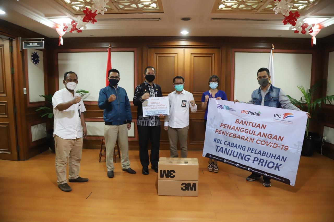 IPC Tanjung Priok Donasikan Ratusan Masker N95 untuk Petugas Medis di Jakarta Utara