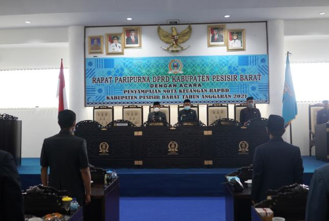 Penyampaian Nota Keuangan RAPBD Pemkab Pesibar TA 2021 Dalam Rapat Paripurna DPRD