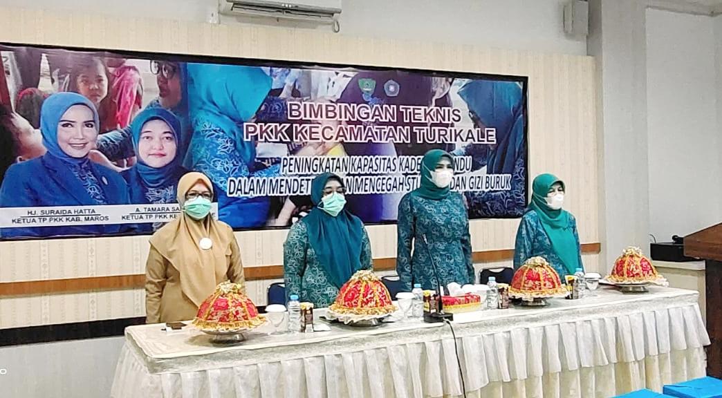 Ketua Tim Penggerak PKK Kabupaten Maros, Buka Bimtek Kader PKK dan Pos Tandu se-Kecamatan Turikale