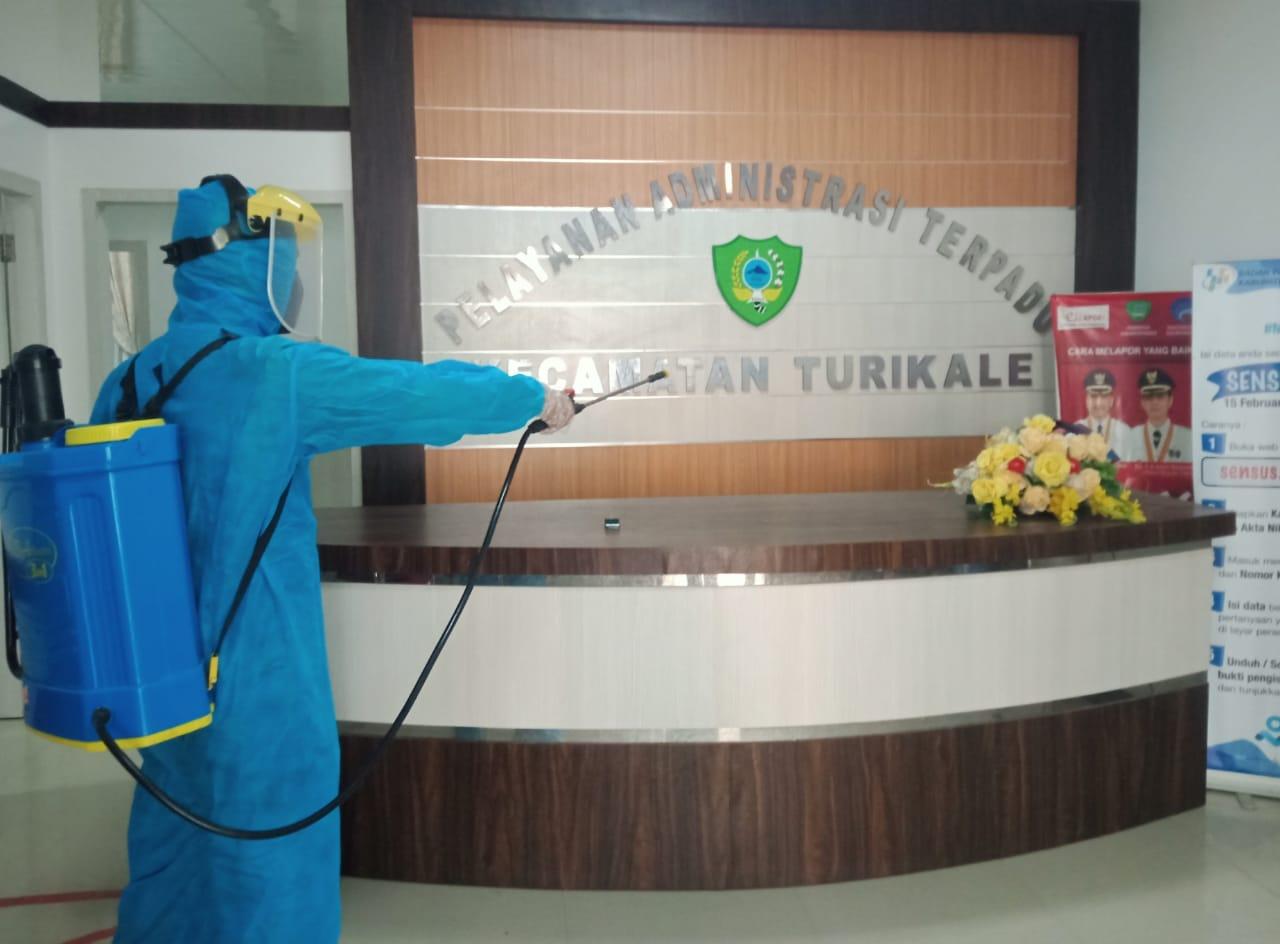 Kantor Camat Turikale Kabupaten Maros Disemprot Cairan Disinfektan, Pasca Dijadikan Tempat Penyaluran BST
